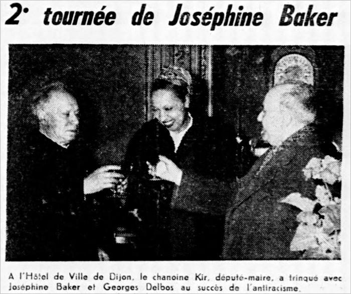 """Bericht in der Zeitschrift """"Le droit de vivre"""" vom 1. März 1957: Im Rathaus von Dijon stößt Bürgermeister Kir mit dem Showstar Josephine Baker auf den Erfolg des Antirassismus an."""