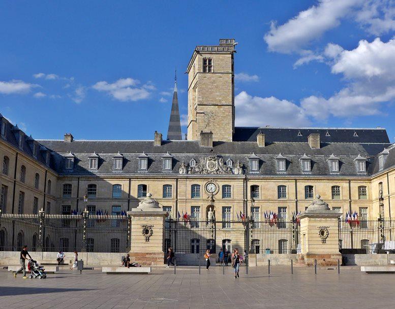 Das Rathaus von Dijon, das im früheren Herzogspalast untergebracht ist (Foto: B. Denscher).