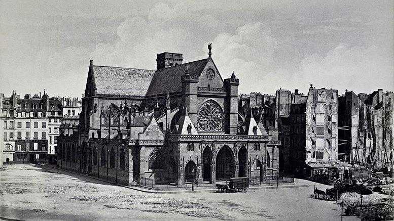 Édouard Baldus: Paris, Place du Louvre, Pfarrkirche St-Germain-l'Auxerrois. Fotografie um 1858 (New York Public Library).
