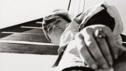Charlotte Perriand auf einem Segelboot in Jugoslawien, Foto von Pierre Jeanneret 1931 (Ausschnitt). (c) Archiv Charlotte Perriand / Elisabeth Sandmann