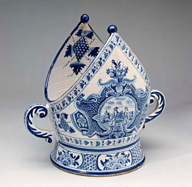 """""""Biskopbolle"""": Gefäß zum Servieren von """"Bischof"""", um 1735 hergestellt in der Kopenhagener """"Store Kongensgade Fayencefabrik"""""""