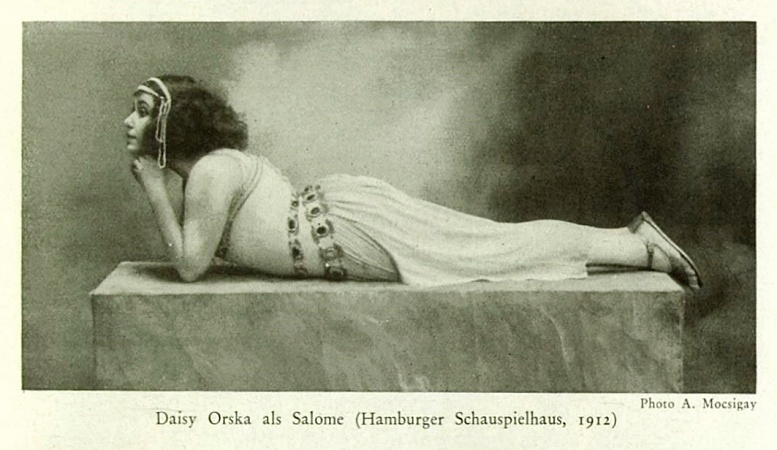 """Foto aus der Zeitschrift """"Der Querschnitt"""", X. Jahrgang, Heft 6, Ende Juni 1930 (nach Seite 411)"""
