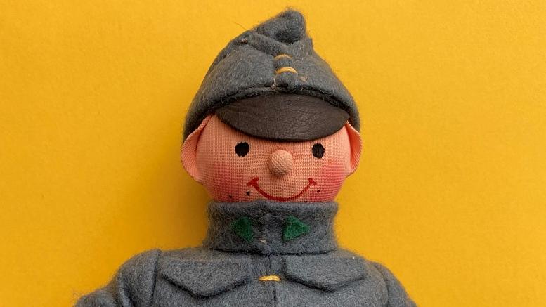 Der Soldat Švejk als Souvenirpuppe. Foto: B. Denscher