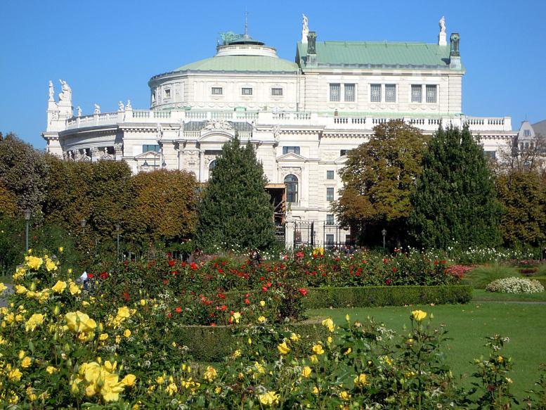 Volksgarten - Blick zum Burgtheater. Foto: B. Denscher