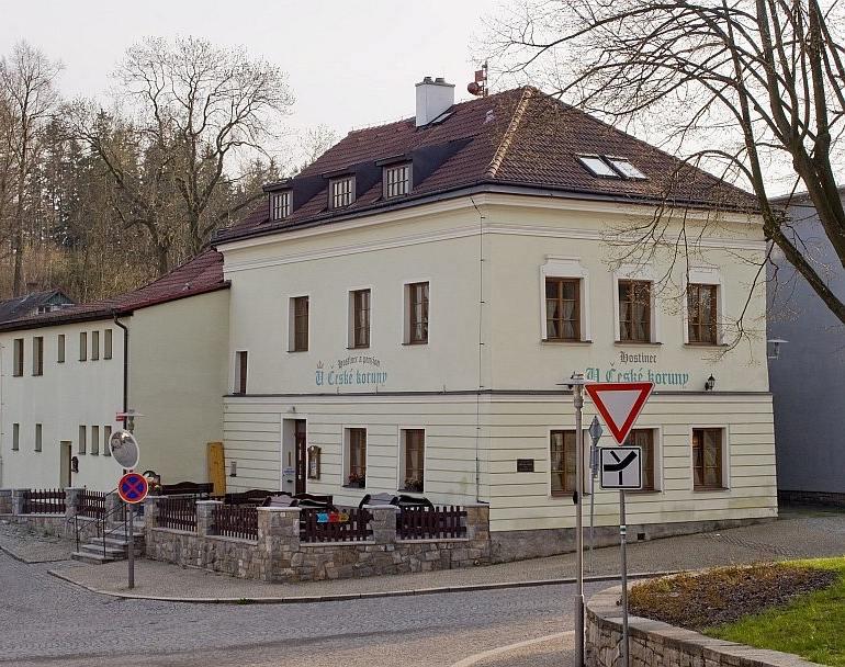 """Der Gasthof """"U České koruny"""" in Lipnice. Foto: Wikimedia Commons / Honza Groh"""