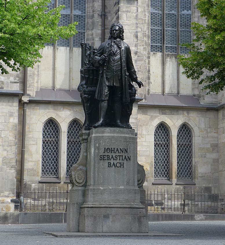 Johann Sebastian Bach-Denkmal bei der Leipziger Thomaskirche. Bach war 1723–1750 Leiter des Thomanerchores und Kantor der Thomaskirche. Foto © B. Denscher