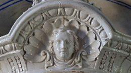 Keramikschmuck im Ahnensaal von Schloss Jaroměřice