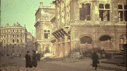 Walter Lämmermann, Bombenschäden an der Wiener Staatsoper, 1945 (Österreichische Nationalbibliothek, Bildarchiv und Grafiksammlung).